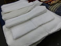 A COLLECTION OF TEXTILES, TO INCLUDE:WOOL SHAWLS, OFFCUTS, WHITE DAMASK TABLE CLOTHS, MIRRORED