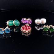 FIVE PAIRS OF 9ct GOLD MODERN EARRING STUDS AND A 9ct GOLD MULTI GEMSET MODERN PENDANT. GROSS WEIGHT