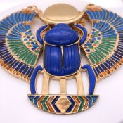 A VINTAGE THOMAS FATTORINI EGYPTIAN REVIVAL GILT METAL AND ENAMEL NECKLET AND MATCHING BANGLE.