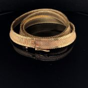 A 9ct GOLD MILANESE STYLE FLAT WOVEN NECKLET COLLAR LENGTH APPROX 42cms. WEIGHT 32.8grms.