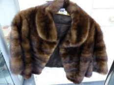 A VINTAGE MINK SHOULDER CAPE.