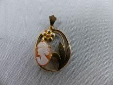 A 9ct GOLD CAMEO SET PENDANT.