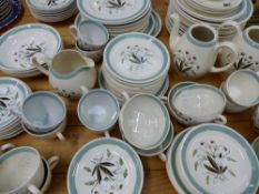AN ALFRED MEAKIN PART DINNER SERVICE.