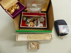 A QUANTITY OF VINTAGE COSTUME JEWELLERY INCLUDING A SILVER WISHBONE STONE SET RING.