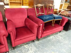 AN EARLY 20th.C. THREE PIECE SUITE.