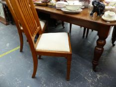 AN EDWARDIAN WALNUT DINING TABLE AND FOUR SIMILAR OAK DINING CHAIRS.