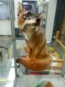A ROYAL DOULTON SEATED FOX HN130.