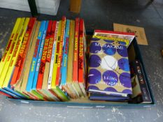 A BOX OF BEANO ANNUALS AND OTHER BOOKS.