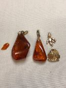 TWO 8ct GOLD CHARMS, A LARGE AMBER PENDANT SET WITH AN 8ct FITTING AND BALE, AND A FURTHER AMBER
