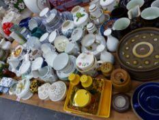 A RETRO DENBY COFFEE SET, SPODE, MINTON, DOULTON AND OTHER TEA WARES, DECORATIVE CHINA ETC.