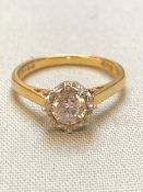 AN 18ct YELLOW GOLD HALLMARKED CUBIC ZIRCONIA SINGLE STONE RING IN AN ILLUSION SETTING, FINGER