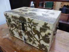 AN ORIENTAL LACQUERED DECORATED BOX.