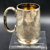 A VICTORIAN HALLMARKED SILVER TANKARD WITH GILDED INNER DATED 1879 FOR WILLIAM EHRHARDT, TOGETHER