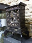A LATE 19th/EARLY 20th C. JAPANESE BLACK LACQUER JEWELLERY CABINET, THE DRAWERS AND DOORS INLAID