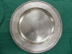 AN 17th C. POLISHED PEWTER DISH, THE TOUCH MARK OF GEORGE SMITH, ACTIVE FROM 1651-1698