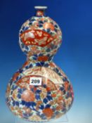 A 19th C. IMARI DOUBLE GOURD VASE PAINTED WITH FAN LEAVES ON PEONY AND CHERRY FLOWER GROUND. H