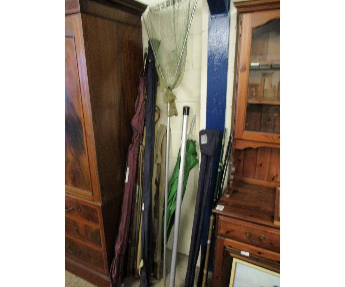 Lot 16 - GROUP OF MIXED FISHING RODS, KEEP NETS, UMBRELLA ETC