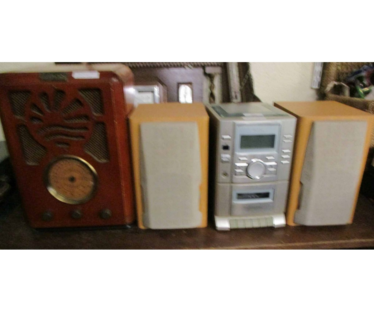 Lot 40 - SANYO MINI SYSTEM AND SPEAKERS TOGETHER WITH A FURTHER BUSH VINTAGE STYLE RADIO (2)
