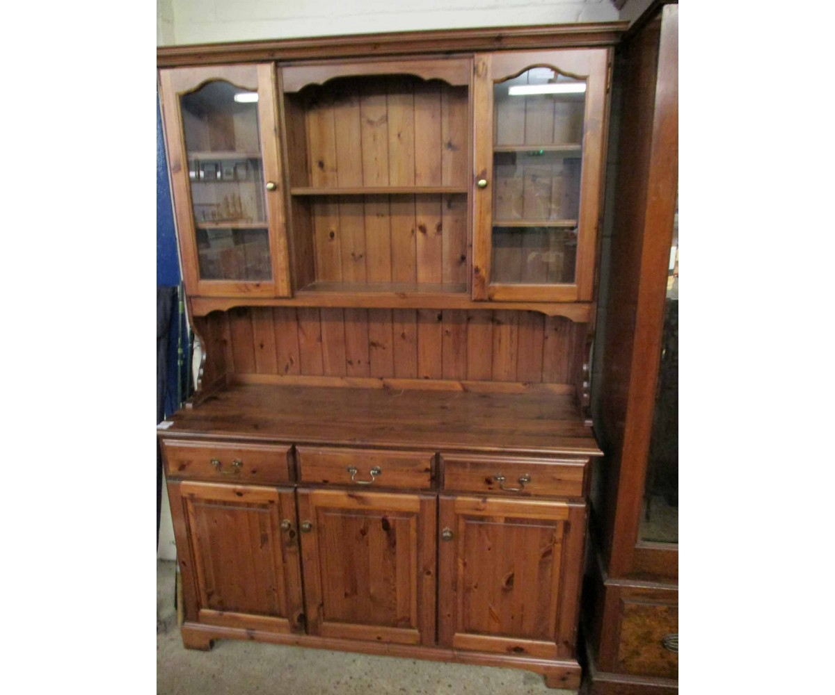 Lot 17 - STAINED PINE DRESSER FITTED CENTRALLY WITH TWO SHELVES FLANKED EITHER SIDE WITH GLASS DOORS, THE