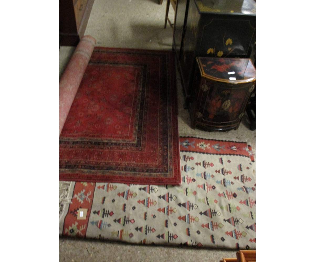 Lot 11 - MODERN FLOOR CARPET TOGETHER WITH A FURTHER CREAM AND RED GROUND FLOOR CARPET WITH GEOMETRIC DESIGNS