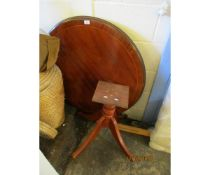 REPRODUCTION CIRCULAR PEDESTAL TABLE