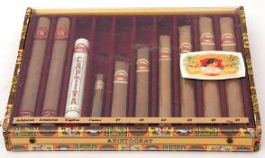 Questa Rey sample showcase containing cigars in various sizes, 27.5cm wide