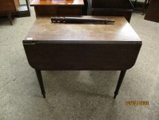 GEORGIAN MAHOGANY PEMBROKE TABLE WITH SINGLE DRAWER TO END ON TURNED LEGS (A/F)