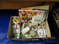 SMALL BOX OF MIXED CIGARETTE CARDS ETC