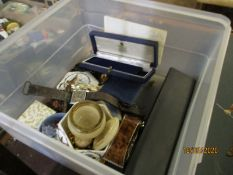 PLASTIC TUB CONTAINING MIXED COSTUME JEWELLERY, GENT'S WRIST WATCHES ETC