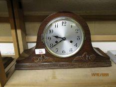 OAK FRAMED EARLY 20TH CENTURY MANTEL CLOCK