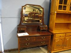 EDWARDIAN MAHOGANY MIRROR BACK DRESSING TABLE WITH TWO DRAWERS, THE BASE FITTED WITH TWO DRAWERS