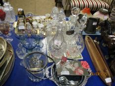 TRAY CONTAINING DECANTERS, THREE COLOURED GLASSES ETC
