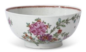 Lowestoft slop bowl circa 1780, with a Thomas Rose design in polychrome enamels, 16cm diam