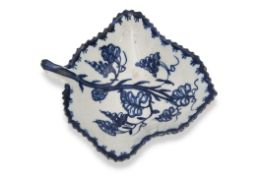 English porcelain pickle dish, probably Lowestoft or Bow, decorated with a fruiting vine design
