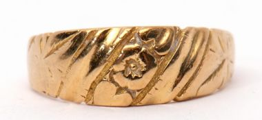 18ct gold ring part chased and engraved detail, Birmingham 1919, 4.8gms, (broken shank)