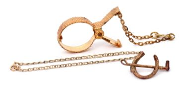 Mixed Lot: Victorian 9ct gold horseshoe and riding crop brooch, Birmingham 1892, a 9Kt stamped