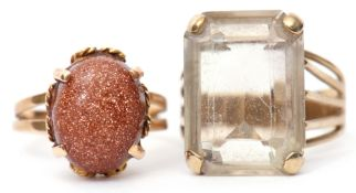 Mixed Lot: quartz dress ring of rectangular shape, raised between split shoulders, stamped 375, size