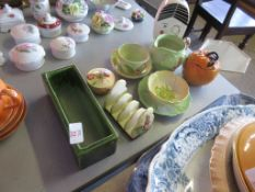 COLLECTION OF VARIOUS DECORATIVE CERAMICS, MOSTLY CARLTON WARE, INCLUDING A WORCESTER TRINKET POT