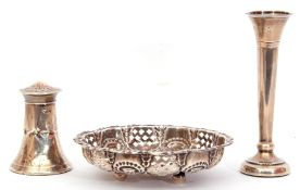 Mixed Lot: Edward VII circular bon-bon dish embossed and pierced with bead and scrolls around a