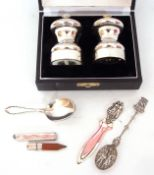 Mixed Lot: cased pair of modern salt and pepper grinders of waisted form, London 1992, maker's