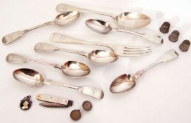 Mixed Lot: six Victorian silver tea spoons of Fiddle pattern, various dates and makers, George V
