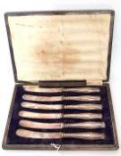 Case of George V silver handled tea/butter knives, steel blades, Sheffield 1920, maker's mark M K