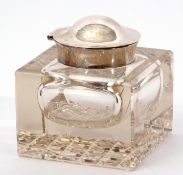 Large George V cuboid hobnail cut desk inkwell with spot hammered plain silver hinged lid (repair to