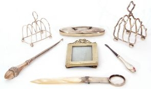 Mixed Lot: silver and mother of pearl knife/magnifier, marks rubbed (a/f), small five section