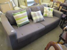 2-SEATER CHESTERFIELD-STYLE SOFA, LENGTH APPROX 195CM