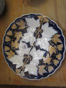 MEISSEN STYLE DISH DECORATED IN UNDERGLAZE BLUE WITH A GILT LEAF DESIGN IN RELIEF, TOGETHER WITH A