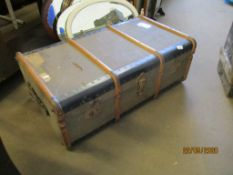 VINTAGE TRAVELLING TRUNK, LENGTH APPROX 90CM