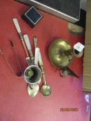 SMALL QUANTITY OF VARIOUS METAL WARES INCLUDING PUSH UP BRASS CANDLESTICK WITH SNUFFER, VARIOUS