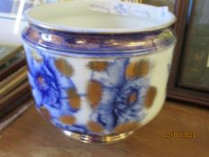 LATE 19TH CENTURY JARDINIERE, THE WHITE GROUND DECORATED WITH BLUE FLOWERS AND GILT SURROUND, 24CM