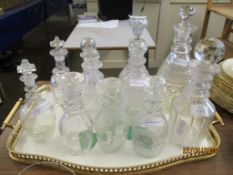 QUANTITY OF VARIOUS DECANTERS AND SMALLER STOPPERED BOTTLES, TALLEST APPROX 28CM INC STOPPER